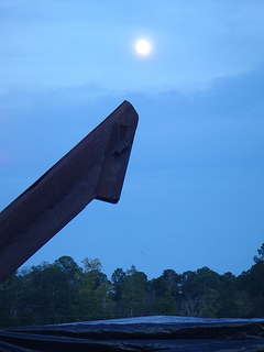 Picker chute and moon